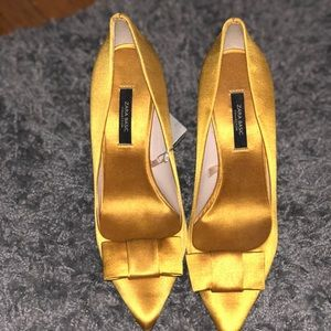 Mustard Bow Pointed Pumps